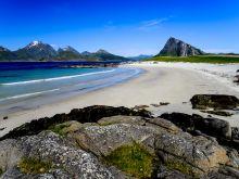 Typická biela pláž na Lofotoch
