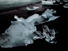 Jokulsarlón - kusy ľadu na čadičovej pláži
