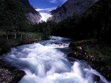 Ľadovcová rieka Jostedalsbren